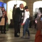 The beloved President of Portugal saying hello to kids