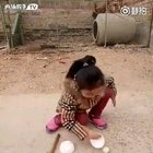 Quite good at sports AND know very good magic trick, this girl is amazing!